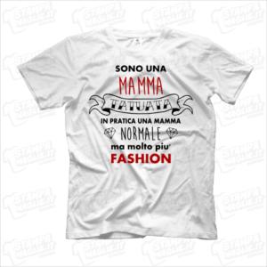 T-shirt Sono una mamma tatuata maglia maglietta divertente simpatica regalo mom mother genitore femminile femmina donna figli bambini bambino tatuaggi tatoo tatuata